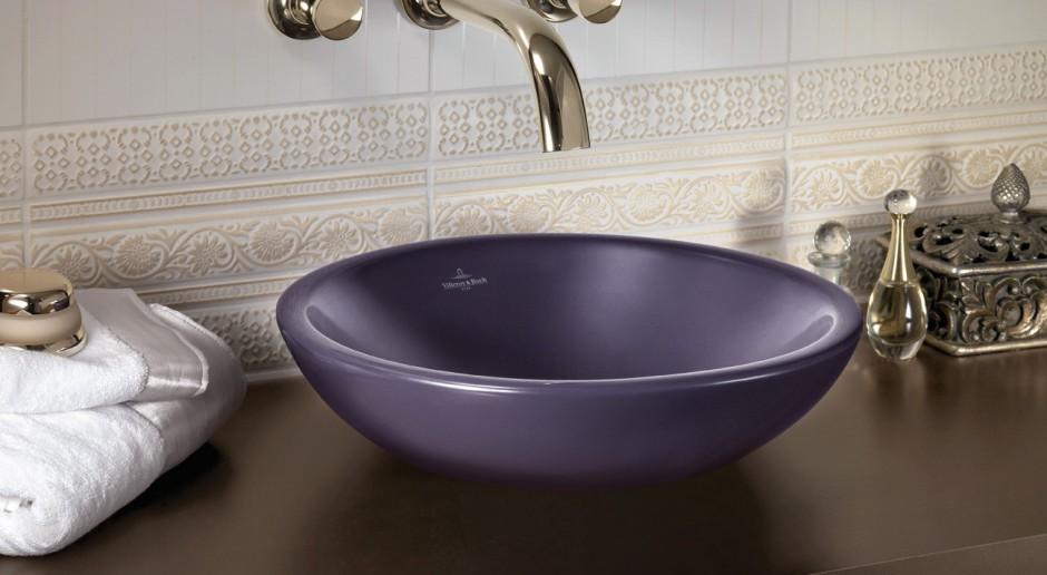 Oryginalny design od Villeroy & Boch - umywalka w kolorze czarnej porzeczki