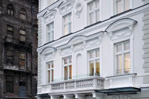 Hotele InterContinental i andel's to część dorobku tego architekta
