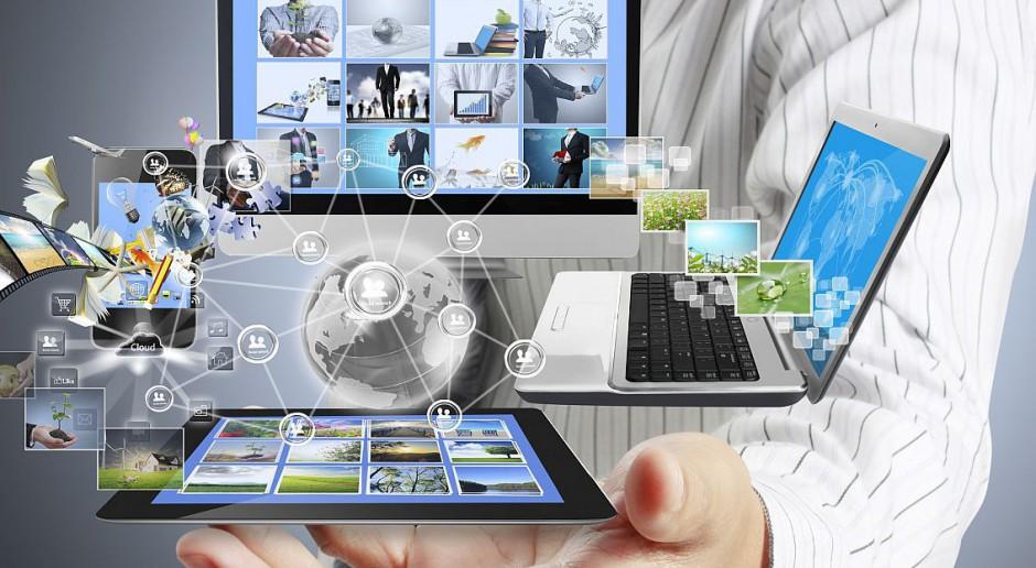 Cyfrowa technologia na restauracyjnym stole