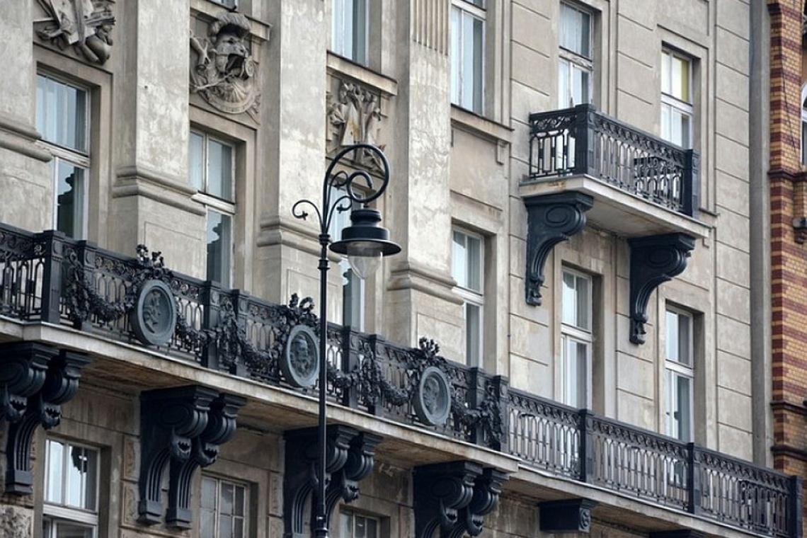Klimatyczne latarnie przywołają czas starej Warszawy