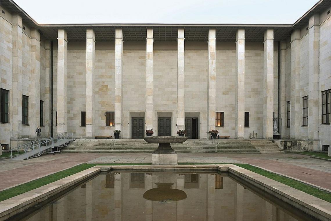 Kto zaaranżuje Galerię Sztuki Starożytnej?
