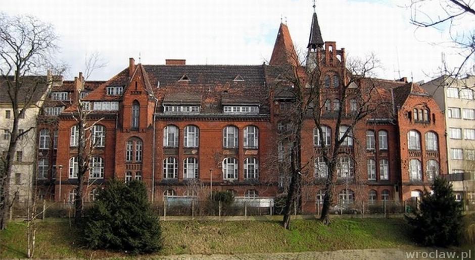 Biura, hotel i lofty w miejscu dawnego szpitala