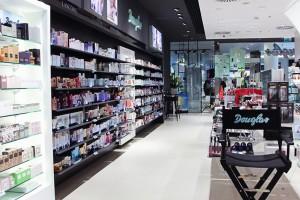Perfumeria Douglas w nowej odsłonie - królują antracyt i biel