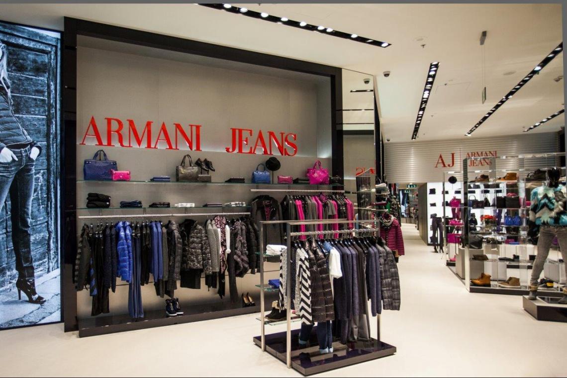 8fa2f3ea8a3fb Klasyka od Forbis Group dla Armani Jeans - Architektura