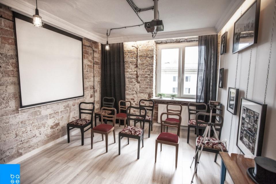 Designerska sala szkoleniowa projektu Base Architekci