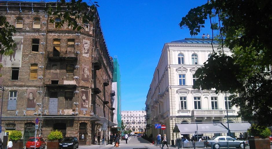 Rewitalizacja ulicy Próżnej - inwestorzy uroczyście przecięli wstęgę
