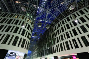 Centra handlowe korespondujące z przestrzenią publiczną