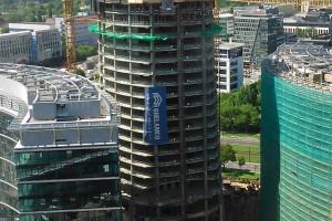 Plac Europejski przed Warsaw Spire na miarę paryskich deptaków