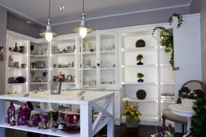 Kwiaciarnia pełna niezwykłego uroku według projektu DECOSH Design