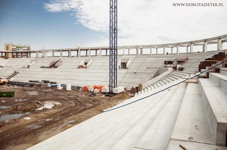 Zobacz jak powstaje stadion w Tychach