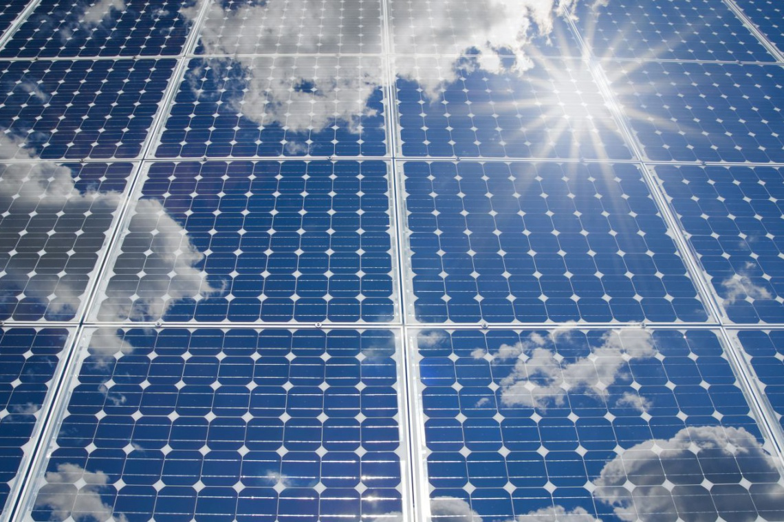 Dach solarny Tesli dostępny w USA w programie najmu
