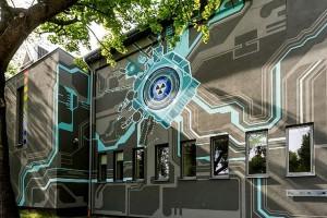 Bryła budynku zamieniła się w wielką maszynę obliczeniową, dzięki muralowi