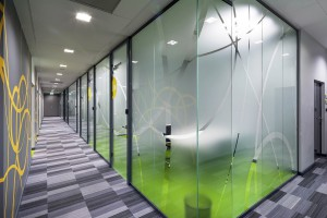 Nowe biuro Jeronimo Martins Polska: futurystyczne kształty i przykuwające oko detale