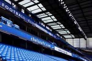 Pierwszy raz na świecie reflektory LED oświetliły stadion