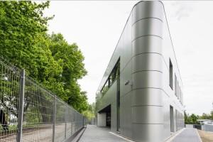 Ten budynek ma zmienić wizerunek terenów poprzemysłowych okolicy