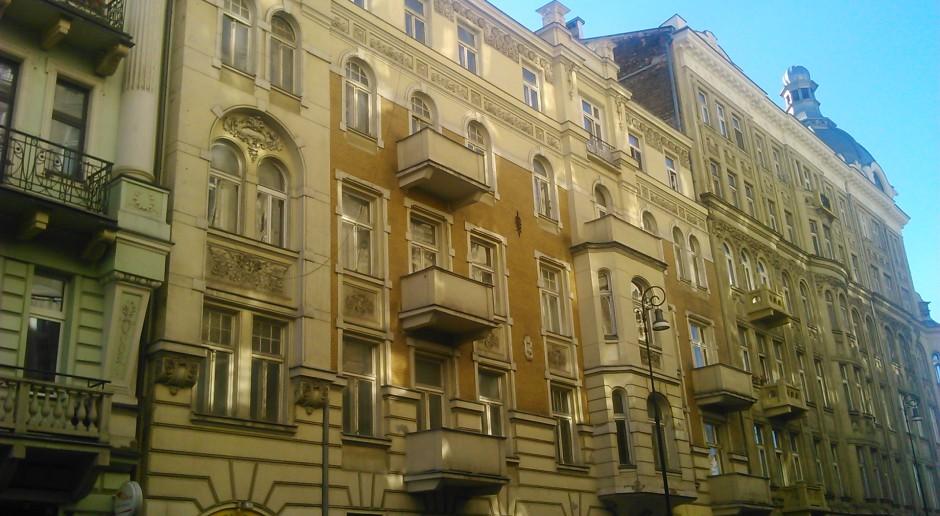 Walka o zabytkową kamienicę Mirona Białoszewskiego. Inwestor odpiera ataki