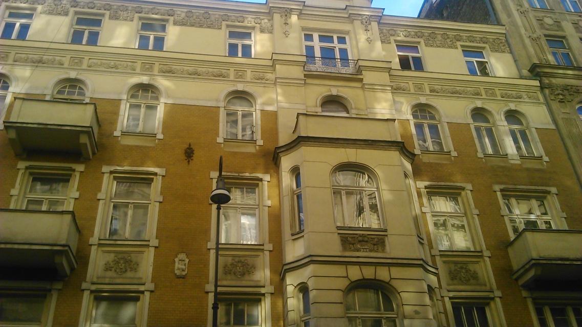 Trwa renowacja kamienicy przy Poznańskiej 37. Trwa także konkurs...
