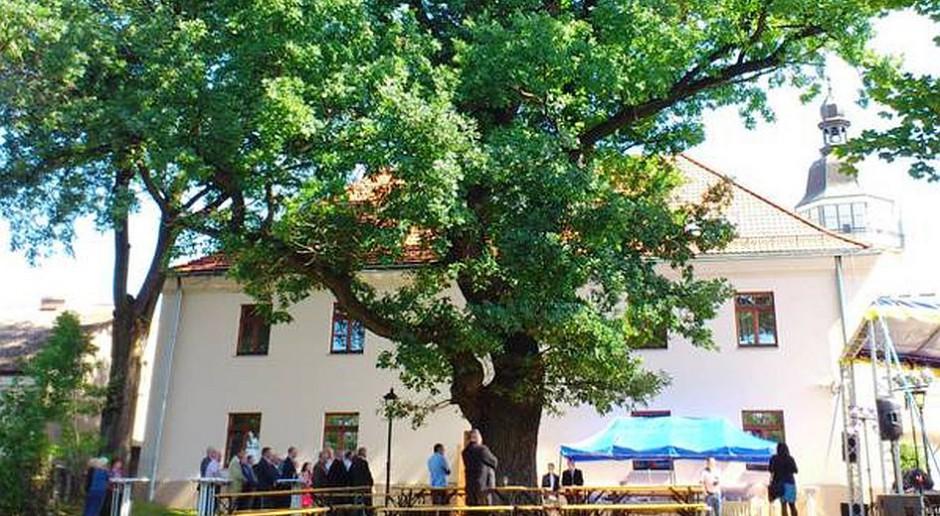 Hotel Pod Dębem odnowiony w ramach rewitalizacji Szydłowca
