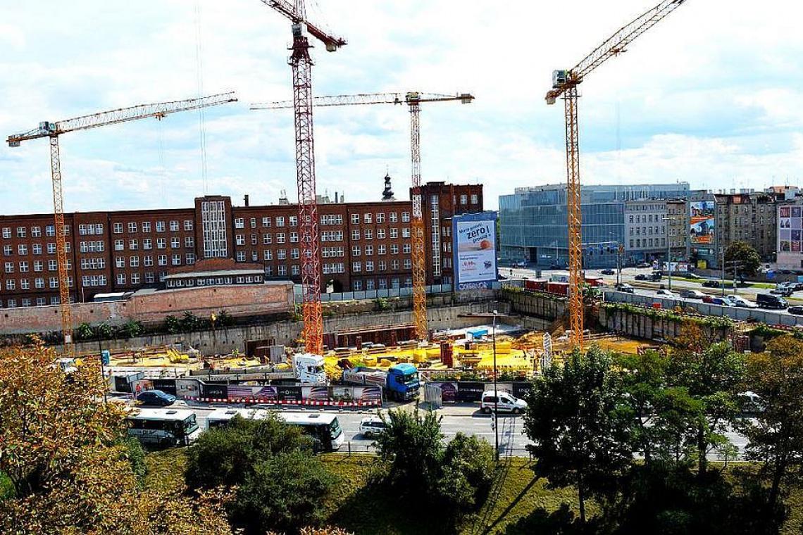 Budują już strop, na którym powstanie sala balowa i basen w OVO Wrocław