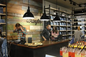 Tłumy na otwarciu pierwszego samodzielnego salonu marki Wrangler w Polsce
