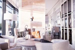 Dune Restaurant Cafe Lounge: Białe wnętrza i morze w zasięgu ręki