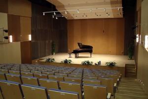 Bryła szkoły muzycznej inspirowana wyglądem klawiatury