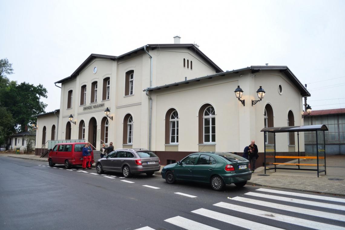 138-letni budynek dworca w Brzegu Dolnym jak nowy