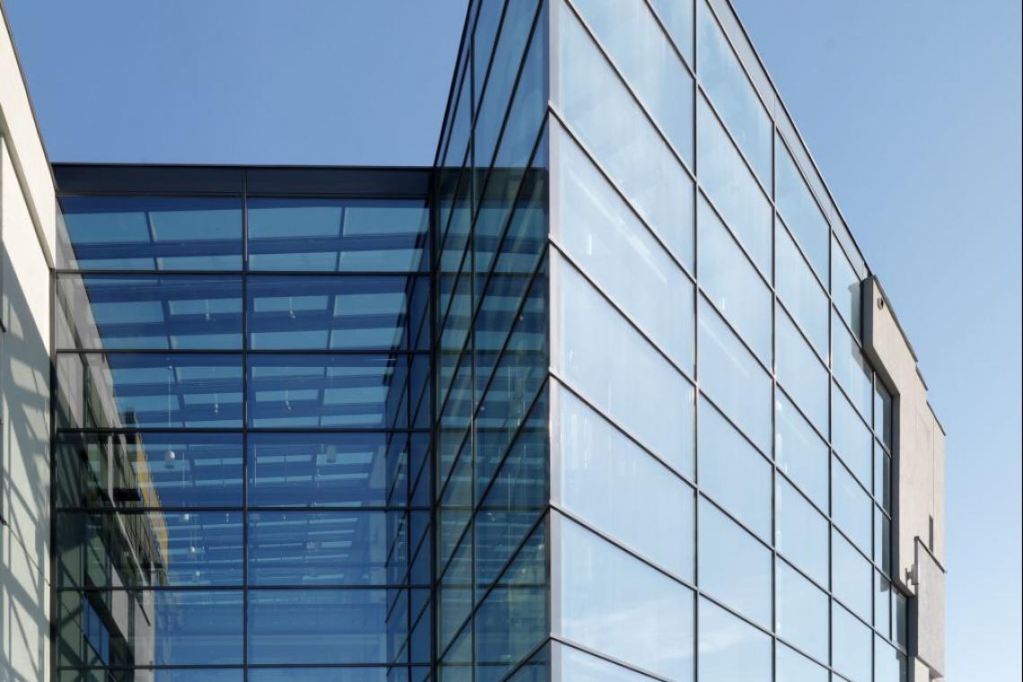 Przeszklenia szyte na miarę w szklanym projekcie NoveKino