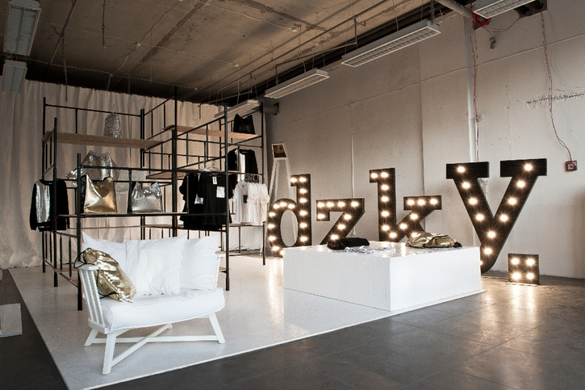 Mood Works zaprojektowały pop-up shop przy placu Trzech Krzyży