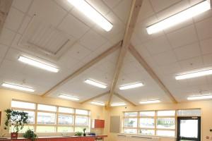 Jak zamontować sufit podwieszany przy belkach stropowych?