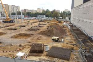 Nowoczesne wnętrza, dużo światła, ażurowa konstrukcja dachu - to nowy Wola Park