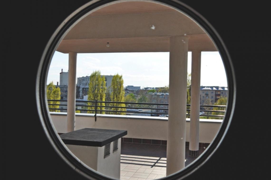 Szklane domy na dziedzińcu Biura Stołecznego Konserwatora Zabytków