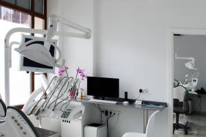 Minimalistyczna klinika dentystyczna? DNA Works się to udało