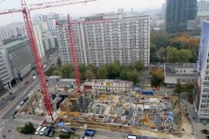 Q22 projektu Kuryłowicz & Associates: Biurowiec wychodzi już nad ziemię