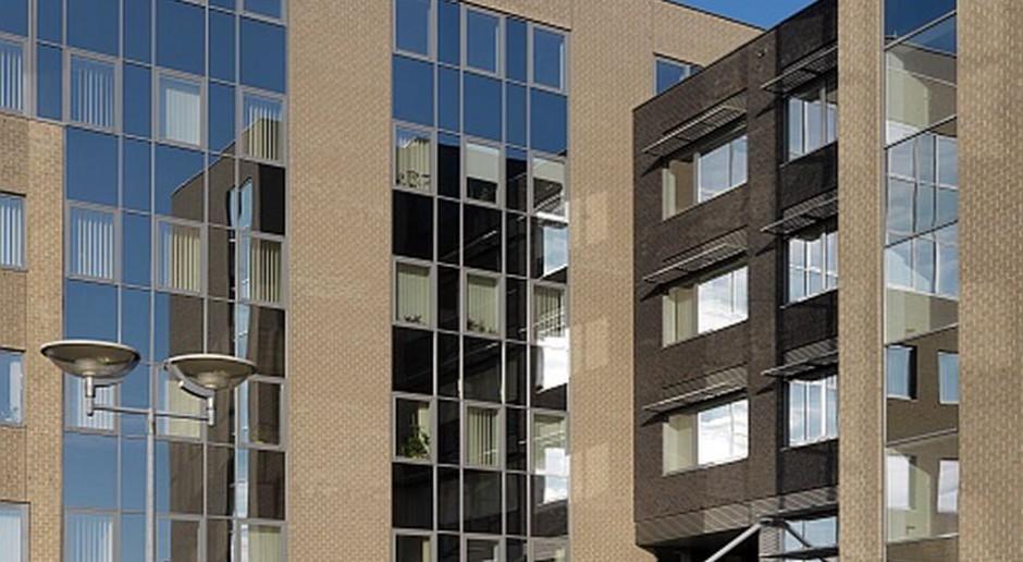 Hartowane panele szklane na fasadach - efekt jednolity kolorystycznie