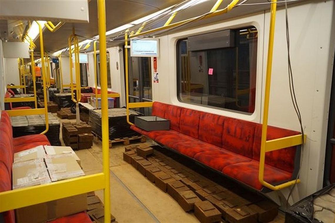 Metro na razie wozi... beton