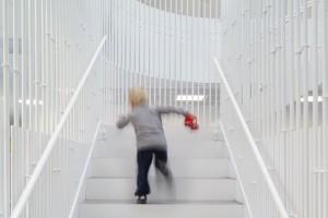 Niezwykłe przedszkole projektu COBE - oryginalna architektura bez kątów prostych