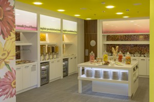 Zobacz kolorową restaurację w hotelu Hampton by Hilton w Warszawie