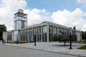Nieoczekiwana funkcja Ratusza: modernistyczny projekt 90 Architekci