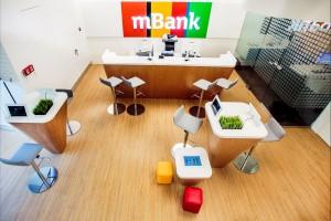 Interaktywny, butikowy koncept mBanku według projektu ARS Retail+Shopfitting