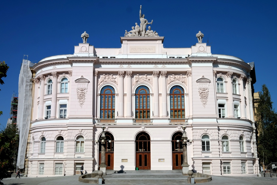 Politechnika Warszawska przyjęła 11-letni plan rewitalizacji historycznych budynków
