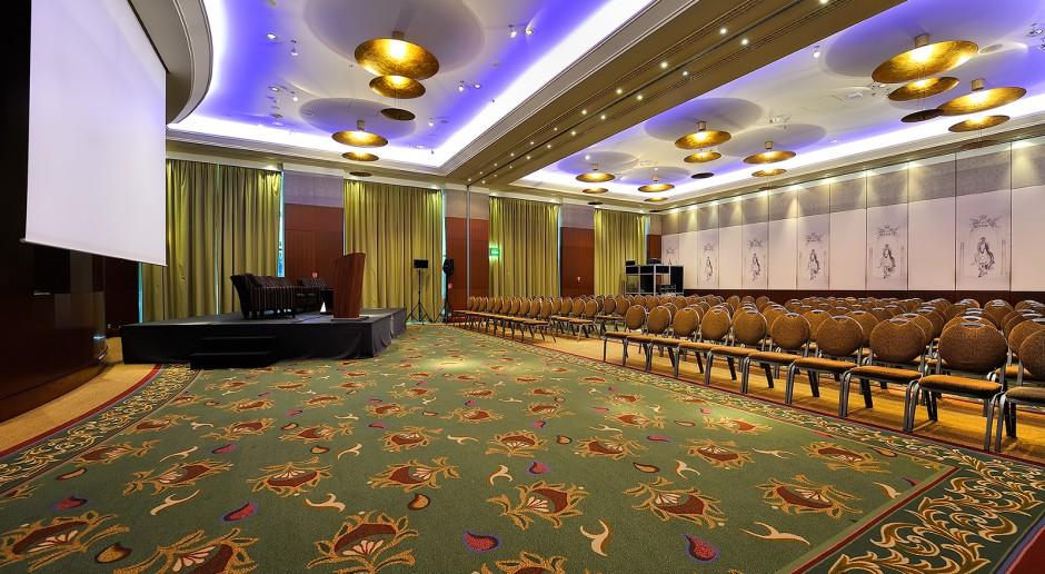 Sztuka współczesna podkreśla architekturę Regent Warsaw Hotel