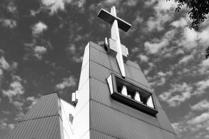 Polska architektura kościołów, czyli projekty prof. Adama Szymskiego