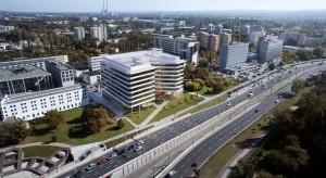 Krakowski biurowiec Axis z kamieniem. To projekt biura Artur Jasiński i Wspólnicy