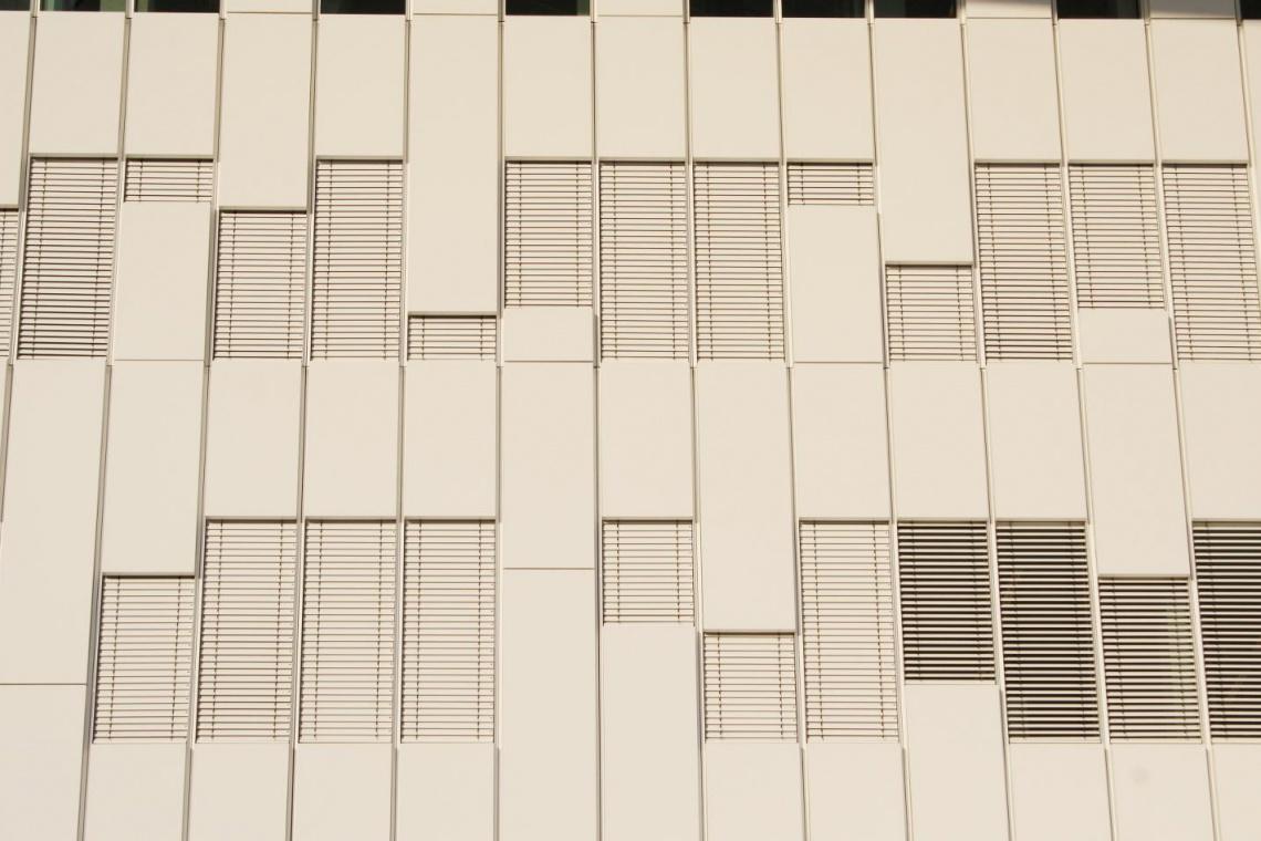 Zewnętrzne żaluzje okienne w kolorze