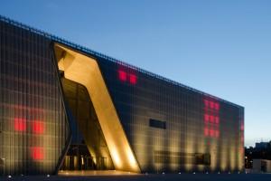 Forma wyzwaniem dla materiału – Muzeum Historii Żydów Polskich