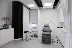 Wnętrze salonu urody w stylu shabby chic według BSD Architekt i Xplan