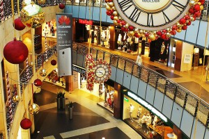 Złote Tarasy też chwalą się świąteczną, acz oszczędną iluminacją
