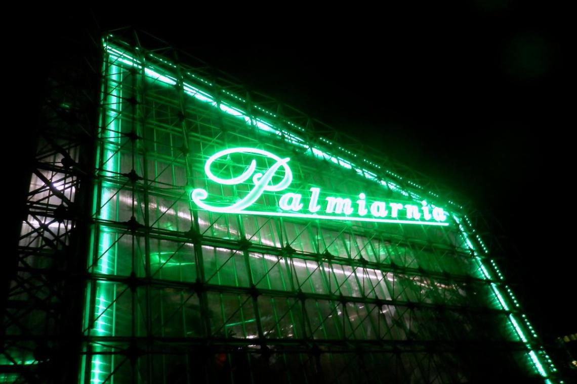 Gliwicka palmiarnia z neonem, który przyjechał z Łodzi