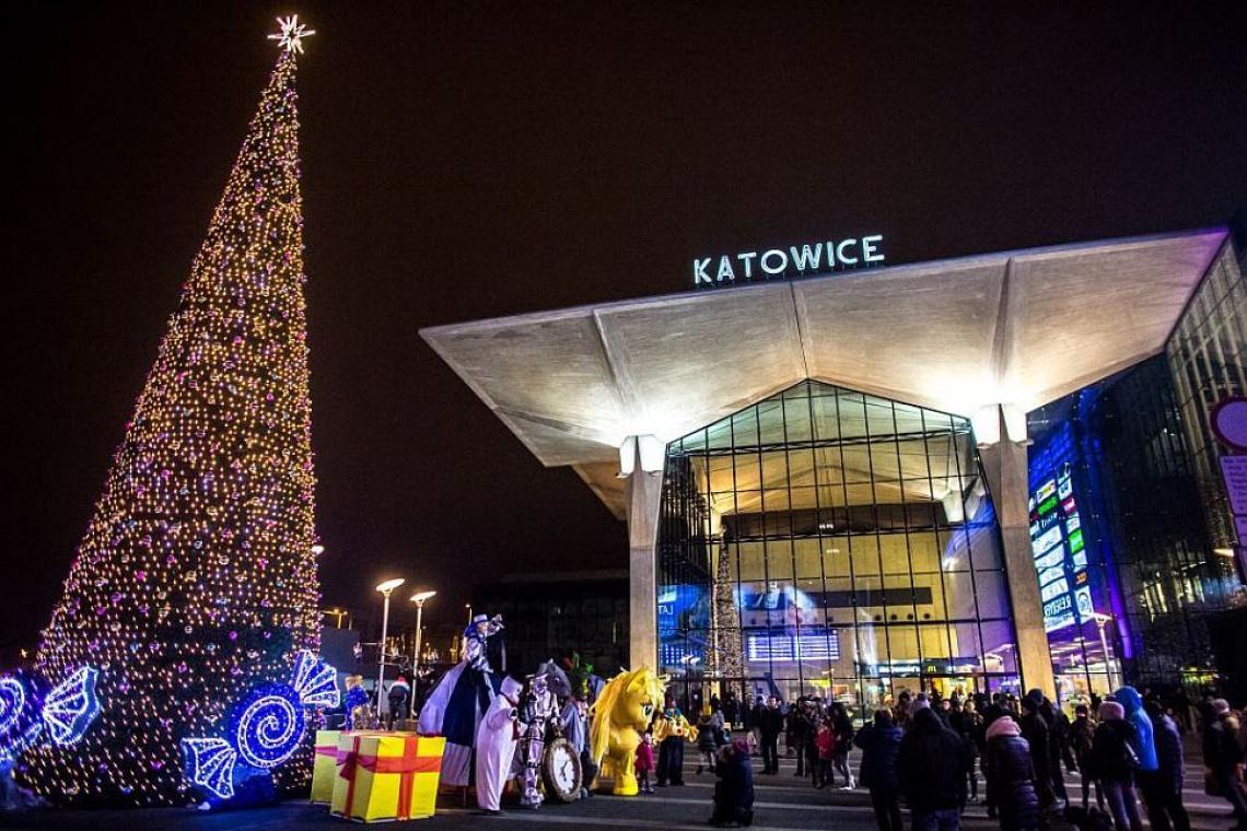 Świąteczna Galeria Katowicka - są świetlne girlandy i wielka choinka